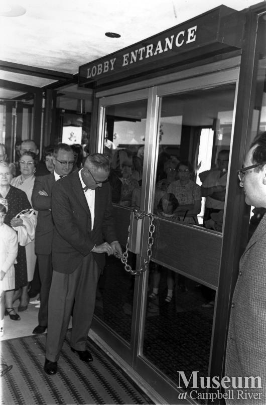 Opening of the Discovery Inn