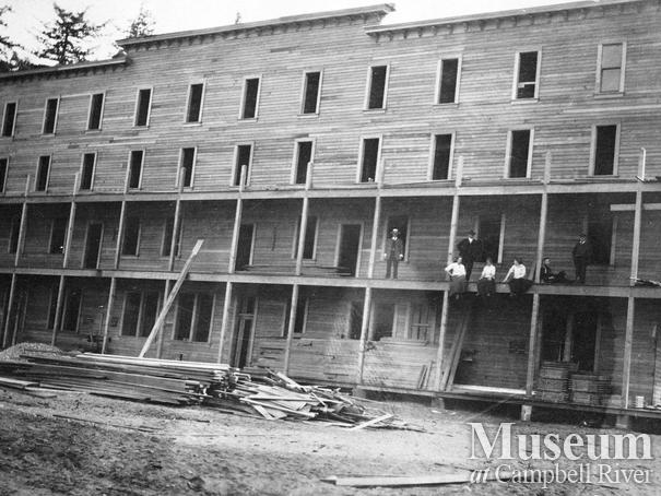The second Willows Hotel under construction