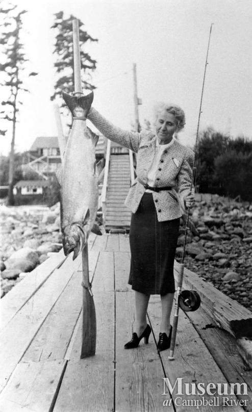 Mrs. Suduth with her Tyee, September 1939