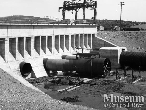 Construction of the penstocks at John Hart Dam