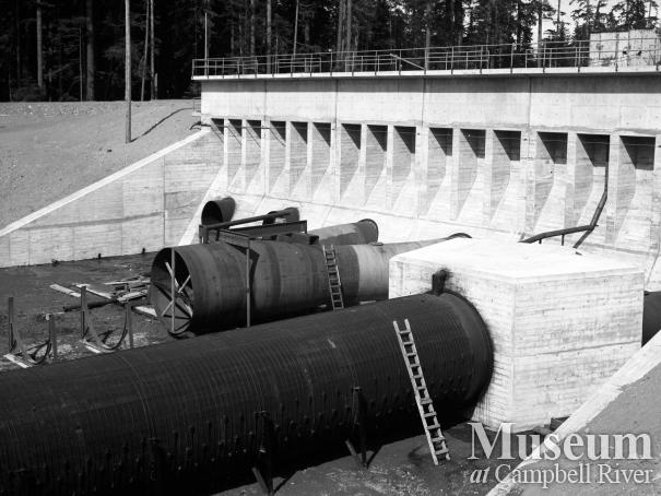 Construction of the wood stave penstocks at the John Hart Dam