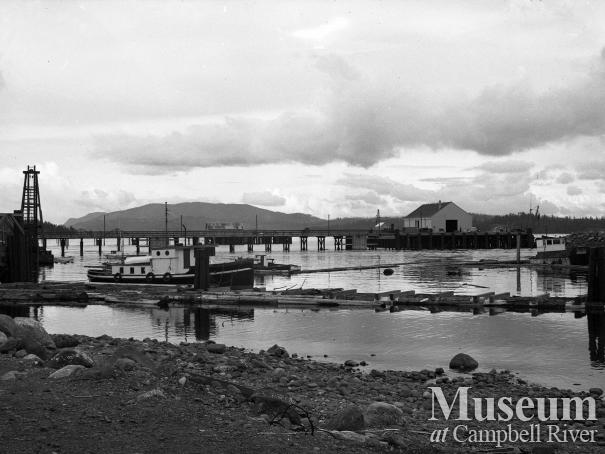 Construction of new wharf and fisherman's float, Campbell River