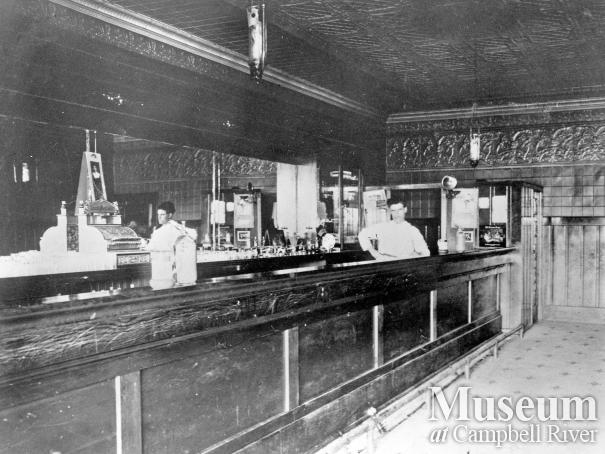 Bar at the Willows Hotel