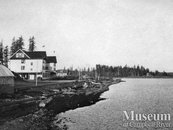 Campbell River waterfront showing the Willows Hotel