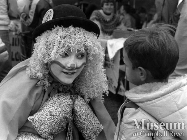 Shoo-shoo the clown at Museum Day event